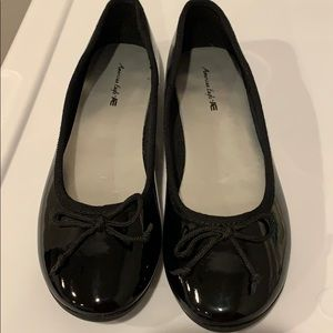 LIKE NEW! American Eagle Girls Black Patent Shoes
